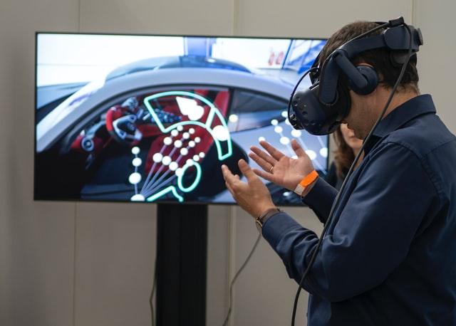 VRデバイスにはどんな種類がある?それぞれのメリット・デメリットは?